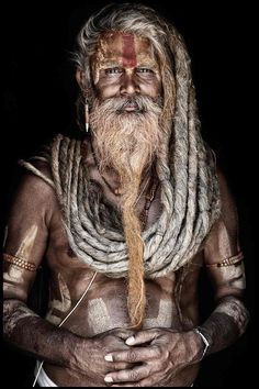 Mario Gerth travelled across India and Nepal to photograph Sadhus, the Hindu holy men who live their lives away from everyday society, shunning home comforts for a life spent inside caves, forests and temples Eric Lafforgue, Steve Mccurry, Dreadlocks, Foto Art, Interesting Faces, World Cultures, People Around The World, Belle Photo, First World