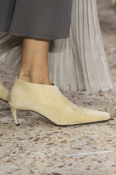 Giada at Milan Fashion Week Spring 2020 - Details Runway Photos Edgy Shoes, Suede Shoes, Shoe Boots, Max Mara, Leather Fashion, Fashion Boots, Boots Of Spanish Leather, Milano Fashion Week, Milan Fashion