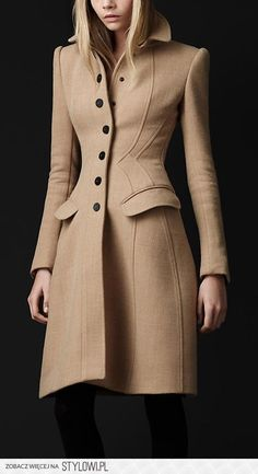 The Burberry Crêpe Wool Tailored Coat. I will own a Burberry coat one day. Fashion Mode, Look Fashion, Womens Fashion, Fashion Design, Fashion Trends, Fashion Sets, Mantel Vintage, Tailored Coat, Tailored Dresses