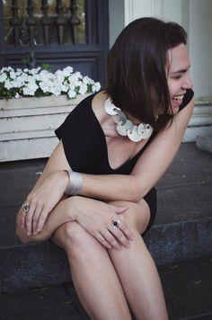 #Joyería Contemporánea #Brazaletes y #Collares de Nudos Metálicos Fuente: TendenciasenJoyería