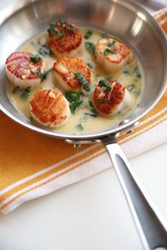20 minutes and a handful of ingredients is all you need to make this scallops recipe with a white wine-butter sauce.