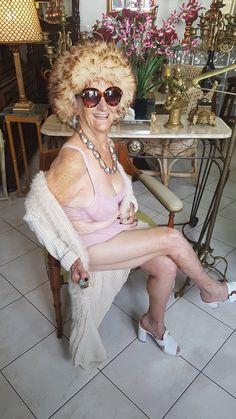 .: Polêmica e sensual: 2Rios lingerie faz parceria com vovó fashion da Internet