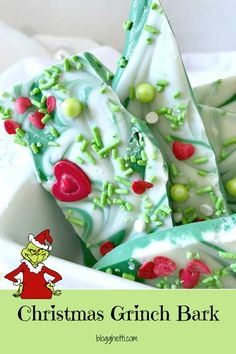 christmas candy This sweet green and white chocolate candy Christmas bark will remind you of the Grinch, whose heart was two sizes too small. Perfect treat for gift giving or to satisfy a sweet tooth. Christmas Bark, Grinch Christmas Party, Christmas Snacks, Xmas Food, Christmas Cooking, Christmas Goodies, Holiday Treats, Grinch Party, Christmas Treats For Gifts