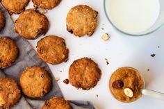 Oat Biscuits with Peanut butter and wholemeal flour- Mogyorós Zabkeksz Teljes kiőrlésű liszttel Peanut Butter, Biscuits, Muffin, Cookies, Ethnic Recipes, Desserts, Food, Crack Crackers, Crack Crackers