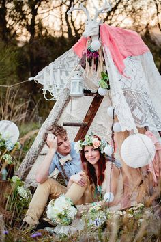 DIY bohemian tent | Hilary Cam Photography | see more on: http://burnettsboards.com/2015/04/diy-bohemian-love-tent/