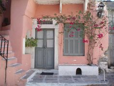 Pink house - Naxos Island, Greece (****See Pin of this house painted a neon pink! Deco House, Pintura Exterior, Just Like Heaven, Pink Houses, Everything Pink, Exterior Colors, House Colors, Pretty In Pink, Beautiful Homes
