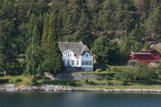 Frønningen | Flickr - Photo Sharing! Villas, Castles, Norway, Cabin, Spaces, Explore, Architecture, House Styles, Arquitetura