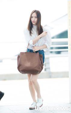 f(x) - Krystal Fashion Idol, Kpop Fashion, Star Fashion, Airport Fashion, Krystal Fx, Jessica & Krystal, All About Fashion, Passion For Fashion, Krystal Jung Fashion
