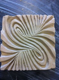 This is complex but the idea of mixing op art and clay tiles is interesting. Clay Stamps, Ceramic Wall Art, Ceramic Clay, Slab Pottery, Ceramic Pottery, Ceramics Projects, Clay Projects, Technique Photo, Clay Texture