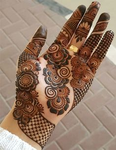 Explore Best Mehendi Designs and share with your friends. It's simple Mehendi Designs which can be easy to use. Find more Mehndi Designs , Simple Mehendi Designs, Pakistani Mehendi Designs, Arabic Mehendi Designs here. Henna Hand Designs, Mehndi Designs Finger, Mehndi Designs For Girls, Mehndi Designs For Fingers, Stylish Mehndi Designs, Wedding Mehndi Designs, Mehndi Design Pictures, Latest Mehndi Designs, Beautiful Henna Designs