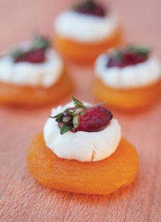 bouchées apéritives (abricot sec, fromage de chèvre, cramberry sec)