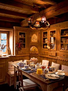 Tradiční Vánoce a tradiční modro-bílý porcelán na stole