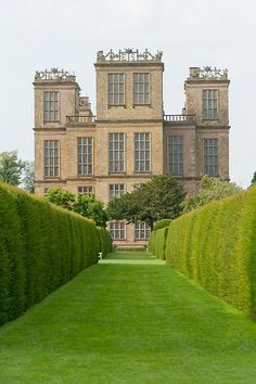 Chesterfield, Hardwick Hall : Elisabethan Country House - fin XVIe pour Bess of Hardwick architect Robert Smythson English Manor Houses, English Castles, English House, Chesterfield Derbyshire, British Country, Villa, English Countryside, English Country Manor, Temples