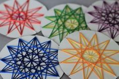 Yarn projects, crafting project ideas - Arts And Crafts Ramadan Crafts, Kids Crafts, Arts And Crafts, Paper Crafts, Weaving Projects, Craft Projects, Project Ideas, Weaving Kids, Craft Club