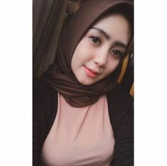 Sejuta Muslimah: Happy Sweety Hijaber in Love Arab Girls Hijab, Girl Hijab, Muslim Girls, Beautiful Hijab Girl, Beautiful Muslim Women, Casual Hijab Outfit, Hijab Chic, Big Fashion, Hijab Fashion