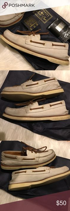 Sperry Top-Sider Gold Cup Collection Pre-owned Ivory/Gold Sperry. Comes with box and dust bag. Sperry Top-Sider Shoes