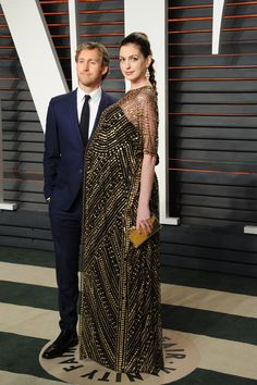 Anne Hathaway Flaunts Her Baby Bump From All Angles at Vanity Fair& Oscars Afterparty Celebrity Maternity Style, Stylish Maternity, Maternity Fashion, Celebrity Babies, Anne Hathaway, Maternity Evening Wear, Maternity Dresses, Cute Outfits For Kids, Mom Outfits