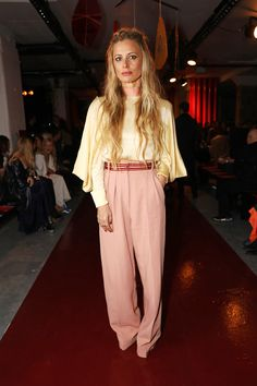 Laura Bailey Laura Bailey, Pop Fashion, Girl Fashion, Fashion Looks, Womens Fashion, Professional Outfits, Young Professional, Celebrity Style Inspiration, Queen