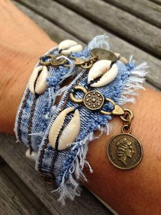 Old denim bracelet - DIY Schmuck Inspiration Textile Jewelry, Fabric Jewelry, Boho Jewelry, Jewelry Crafts, Handmade Jewelry, Jewellery, Handmade Bracelets, Denim Earrings, Cuff Earrings