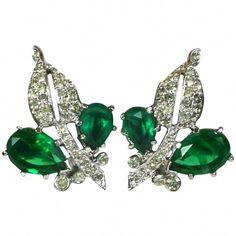 #SilverDropEarrings Emerald Green Earrings, Emerald Jewelry, Silver Drop Earrings, Clip On Earrings, Jewelry Accessories, Jewelry Design, Custom Jewelry, Pendant Jewelry, Fine Jewelry