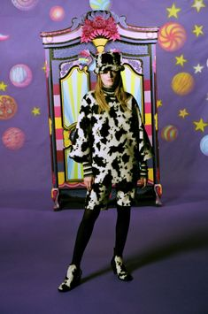 Fall 2021 Trend: Black & White [PHOTOS] – WWD Anna Sui, Velvet Tees, Artists And Models, Fashion News, Fashion Trends, Cow Print, Fashion Show Collection, Great Movies, Pretty Outfits