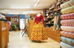 250 m2 de exposición con una amplia gama de productos regionales. #Indumentariaregional #Fallas #LaBarracaFallera Regional, Sheds, Single Wide, Products, Fabrics