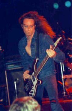 Cliff Burton-Metallica.........