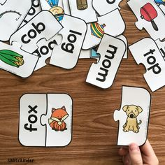 A free CVC center for practicing short o sounds from Simply Kinder. A fun game for your kindergarten or first grade students during reading centers.