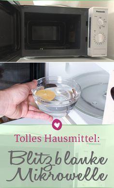 Essigessenz und Zitronen machen die Mikrowelle in wenigen Minuten hygienisch sauber - ohne Schrubben! Microwave, Life Hacks, Kitchen Appliances, Good Things, Cleaning, Tips, Households, Housekeeping, Waves