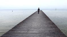 Ein Leichtfuss auf dem Steg in den Gardasee #GCblogtour13 @Uli ( auf-den-berg.de ) @GardaConcierge