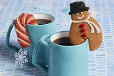 Make a delicious mug of hot chocolate even tastier with these Hanging Mug-Spiced Cookies. Made with brown sugar, cinnamon and butterscotch flavour pudding, you'll love these spiced cookies. Christmas Tea, Christmas Goodies, Christmas Baking, Holiday Cookies, Holiday Treats, Holiday Recipes, Christmas Recipes, Spice Cookies, Yummy Cookies