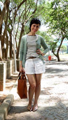 Ana veste: Blusa Zara - 12 euros Short Lucidez - 38,00 Cardigan Maria Filó para C&A - 69,90 (não gostei dele com essa blusa!) Cinto O Artífice - 25 rea