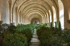 Chateau de Versailles, L´Orangerie in winter En hiver, les orangers sont placés…