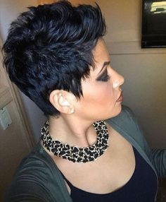 Sideburns for the shorter side - Kurzhaarfrisuren Short Sassy Hair, Short Hair Cuts For Women, Curly Hair Styles, Natural Hair Styles, Short Pixie Haircuts, Haircut And Color, Hair Affair, Funky Hairstyles, Great Hair