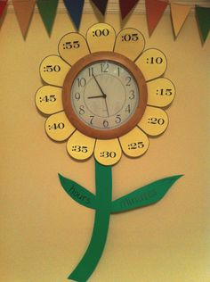 A flower clock! A creative and fun way to help kids learn to tell the time!