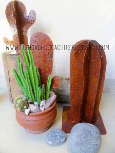 Cactus decorativos de chapa: Tienda Deco C Cactus Decor, Cactus Plants, Cacti, Metal Projects, Welding Projects, Garden Art, Garden Design, Southwest Art, Welding Art