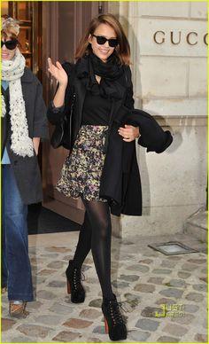 Jessica Alba: Gucci Boutique in Paris!