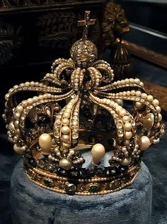 Pearl crown, Germany, Munich, In The Munich Residence, Treasury Circa Estimation is 1399, The original suspected owner was Anne of Bohemia.