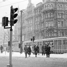 Stureplan, Stockholm in the winter of 1957 Stureplan i vinterskrud 1957 Photograph by: Ekelund, Gunnar Date: 1957 Photo Nr: 2017-A13929 sparvagsmuseet.sl.se