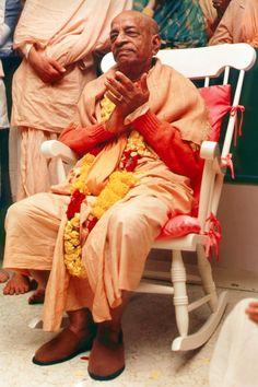Srila Prabhupada, Bhagavad Gita, Lord Shiva, Jay, Style, Fashion, Swag, Moda, Fashion Styles