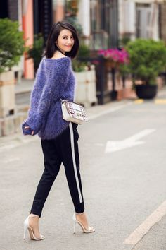 Beautiful Gao Yuanyuan and her Bag: a perfect choice for Fluffy Sweater, Angora Sweater, Girl Pictures, Girl Photos, Gao Yuanyuan, Moda China, Street Chic, Street Snap, Biker Girl