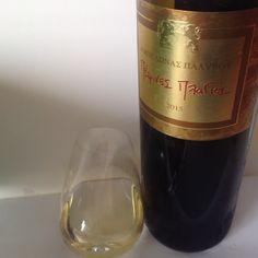 Λευκό κρασί από τις ποικιλίες Μαλαγουζιά και Chardonnay, καλλιεργημένες και οινοποιημένες στη Νεμέα από την οινοποιία Κτήμα Παλυβού. ΒΑΘΜΟΣ 85/100 Wine Reviews, Red Wine, Alcoholic Drinks, Bottle, Glass, Drinkware, Flask, Corning Glass, Liquor Drinks