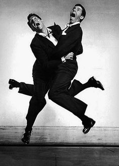 Legendary funnyman Jerry Lewis passed away yesterday. Here he is jumping with Dean Martin for photographer Philippe Halsman. Jerry Lewis and Dean Martin, 1951 Jerry Lewis, Lee Lewis, Dean Martin, Steve Martin, Iggy Pop, Classic Hollywood, Old Hollywood, Rock Internacional, Philippe Halsman