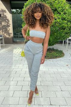Dyed Curly Hair, Curly Hair With Bangs, Colored Curly Hair, Dyed Natural Hair, Black Curly Hair, Curly Girl, Hairstyles With Bangs, Girl Hairstyles, Curly Hair Styles