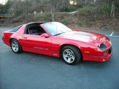 I genuinely prefer this color choice for this red chevy camaro Camaro Iroc, Camaro Auto, Red Camaro, Chevrolet Camaro, Dream Car Garage, Pontiac Firebird Trans Am, Chevy Muscle Cars, Ad Car, Unique Cars