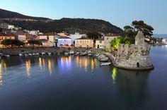 Ναύπακτος, ατμόσφαιρα ρομαντική Greece, Waves, Outdoor, Outdoors, Ocean Waves, Outdoor Games, Outdoor Life, Beach Waves, Wave