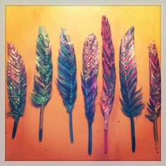 DIY feathers Craft Projects, Craft Ideas, Costumes, Costume Ideas, Mixed Media Art, Cross Stitching, Jewelry Crafts, Watercolor Tattoo, Dream Catcher