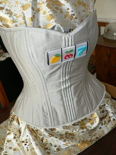 Corset tutorial - free pdf instructions on how to draft your own corset pattern