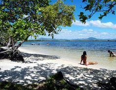 Norte Lago Carcaranã, Roraima Localizado a 180 km de Boa Vista, o Lago Carcaranã é um importante ponto turístico de Roraima, no norte do país. O lago, que fica dentro da reserva indígena Raposa Serra do Sol, tem praias de areia branca ideais para curtir dias de sol. Foto: Visit Brasil/Divulgação