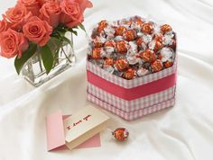 LINDOR and a love note - just for you. Lindt Truffles, Lindt Lindor, Lindt Chocolate, Delicious Chocolate, Be My Valentine, Valentine Day Gifts, Easter Traditions, Love Notes, Just Desserts